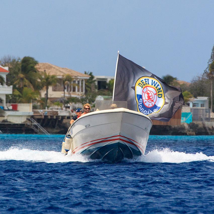 Bouw websitevoorDéfiwind Caribbean, surf evenement op Bonaire. Site .Live Tracking.Ontwerp
